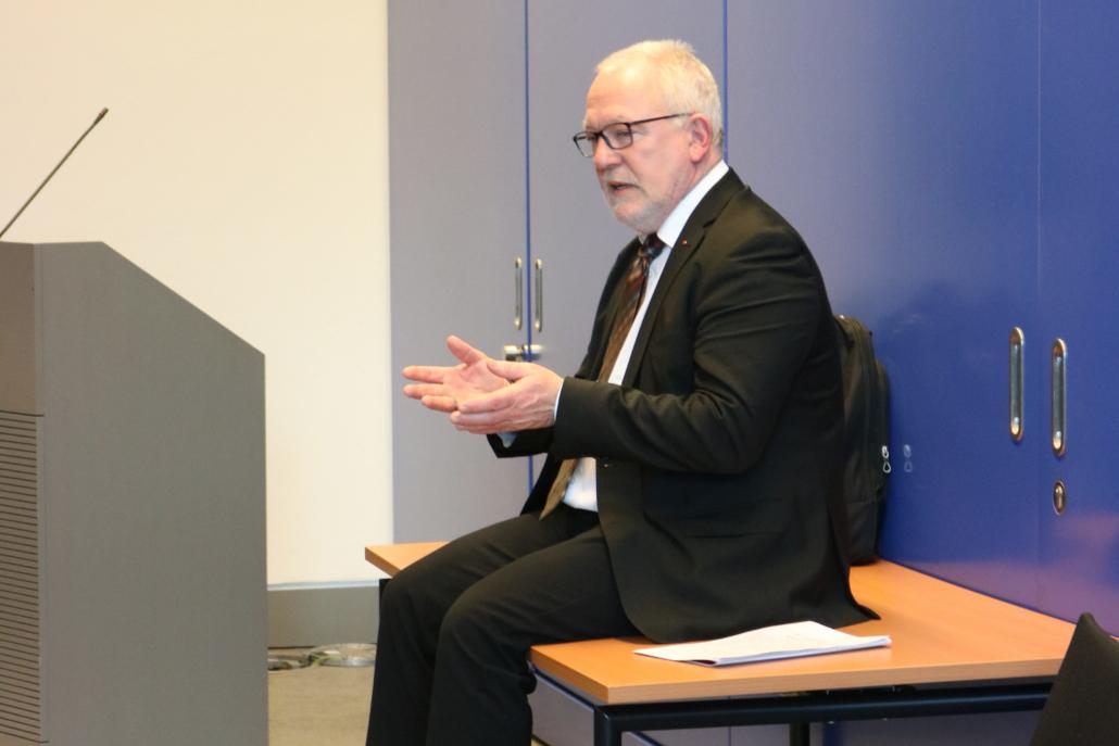 Wolfgang Hellmich im Gespräch