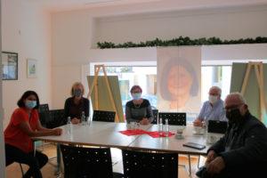 Gruppenfoto von Politikern mit Betriebsratsangehörigen der Firma Hella