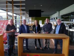 Gruppenfoto in der Lounge des SV Lippstadt